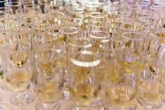 Champagne Glasses Ready To Be tjänade som Arkivbild