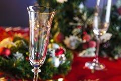 Champagne Glasses vacío en la tabla del Año Nuevo Fotografía de archivo libre de regalías