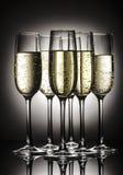 Champagne-glazen met bellen Stock Foto's