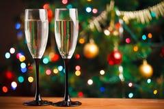 Champagne-glazen op de drempel van nieuw jaar Stock Afbeeldingen