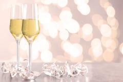 Champagne-glazen op een lijst Royalty-vrije Stock Fotografie