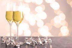 Champagne-glazen op een lijst Royalty-vrije Stock Foto