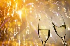Champagne-glazen op fonkelende achtergrond royalty-vrije stock fotografie