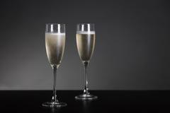 Champagne-glazen voor Nieuwjaar en vakantie Stock Foto