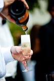 champagne häller Arkivfoto