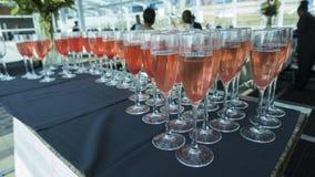 champagne inramninga exponeringsglas som skjutas horisontal Royaltyfria Bilder