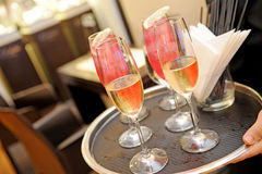 champagne inramninga exponeringsglas som skjutas horisontal arkivfoto