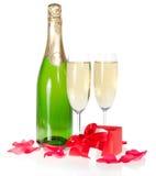 Champagne liten och nätt öppnad gåvaask fotografering för bildbyråer