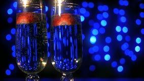 Champagne med jordgubben stock video