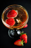 Champagne met aardbeien Stock Foto