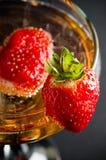 Champagne met aardbeien Stock Afbeelding