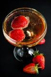 Champagne mit Erdbeeren Stockfoto