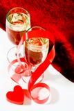 Champagne mit rotem Farbband und Innerem Stockfotos