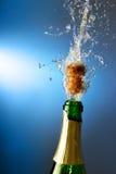Champagne mit spritzt Lizenzfreie Stockfotos