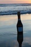 Champagne na praia Foto de Stock Royalty Free