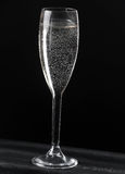 Champagne, no fundo preto Fotos de Stock Royalty Free