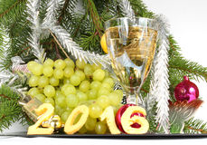 Champagne och druvor för det nya året Fotografering för Bildbyråer