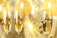 Champagne och fyrverkerier Royaltyfri Bild