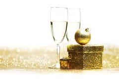 Champagne och gåva Royaltyfri Foto