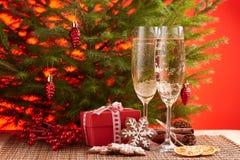 Champagne och gåva nytt år för jul Fotografering för Bildbyråer