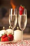 Champagne och jordgubbar. Royaltyfri Foto