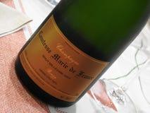 Champagne Paul Bara Comtesse Marie de France sulla tavola immagini stock libere da diritti