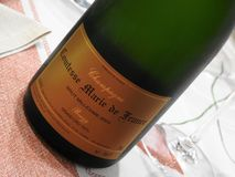 Champagne Paul Bara Comtesse Marie de France sur la table photo stock
