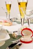 Champagne per il biglietto di S. Valentino fotografia stock