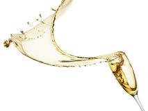 Champagne-plons op de witte achtergrond wordt geïsoleerd die stock afbeeldingen