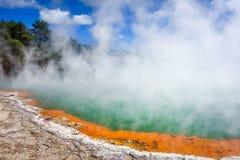 Champagne Pool热的湖在Waiotapu,罗托路亚,新西兰 免版税图库摄影