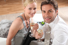 Champagne potable de couples Photo libre de droits