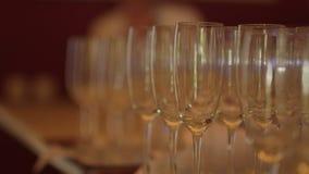 Champagne Pouring van de fles stock video