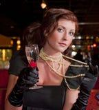 champagne pryder med pärlor kvinnan Royaltyfria Bilder