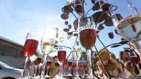 Champagne Pyramid A pilha de vidros do champanhe vídeos de arquivo