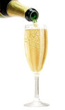 Champagne que derrama no vidro Fotografia de Stock