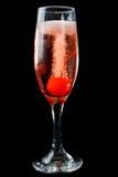 Champagne rose avec la cerise de marasquin Image stock