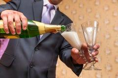 Champagne se renversant Photos libres de droits
