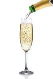 Champagne som häller in i ett exponeringsglas. Royaltyfri Bild