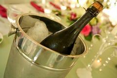 Champagne in una benna di ghiaccio Fotografia Stock Libera da Diritti