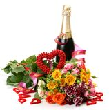 Champagne und Blumenstrauß der Rosen Stockbild