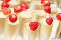 Champagne und Erdbeere Stockbild