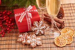 Champagne und Geschenk Neues Jahr und Weihnachten Stockfotos