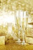 Champagne und Geschenke Lizenzfreie Stockfotografie