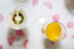 Champagne und Gläser an den Feiern Lizenzfreie Stockfotos
