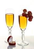 Champagne-und Hochzeitsringe Stockbild