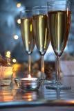Champagne und Kerzenlicht stockbild
