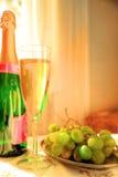 Champagne und Trauben Lizenzfreie Stockfotografie