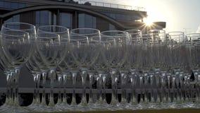 Champagneexponeringsglas i en rad lager videofilmer