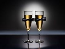 Champagneexponeringsglas med begreppsmässigt samma könsbestämmer garneringen Royaltyfria Foton