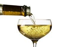 Champagneexponeringsglas med champagneflaskan Royaltyfri Bild